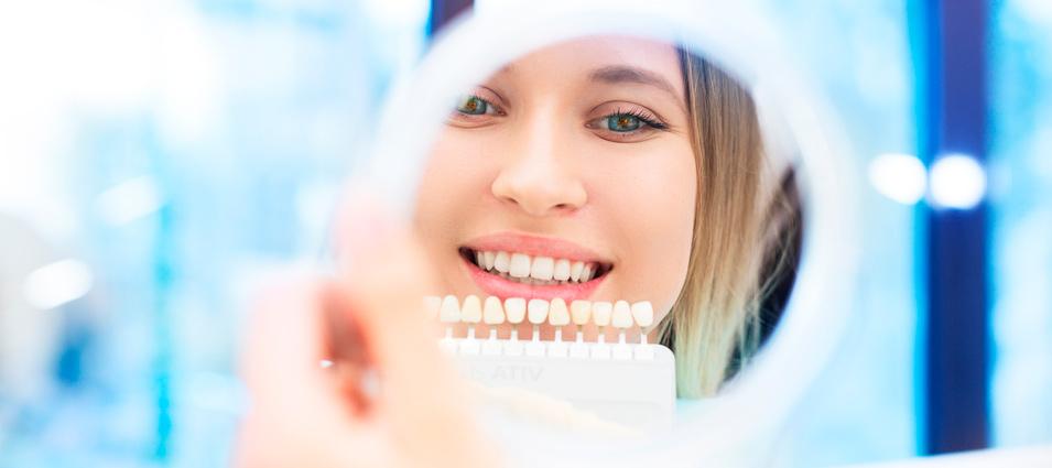 ¿Por qué se oscurecen los dientes?